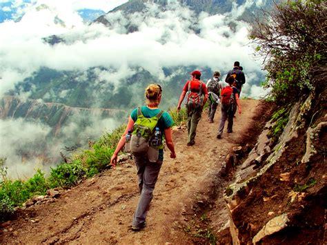 trekking in peru explorandes